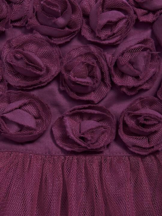 فستان من التول بنقشات شلالات في الطوق باللون التوتي image number 2